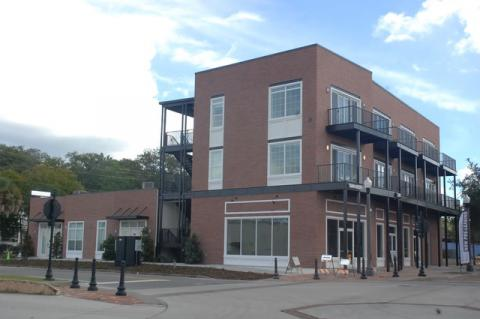 The new San Leon Building on the corner of Sanford Avenue and 2nd Street is expected to hold a ribbon cutting this Tuesday morning.